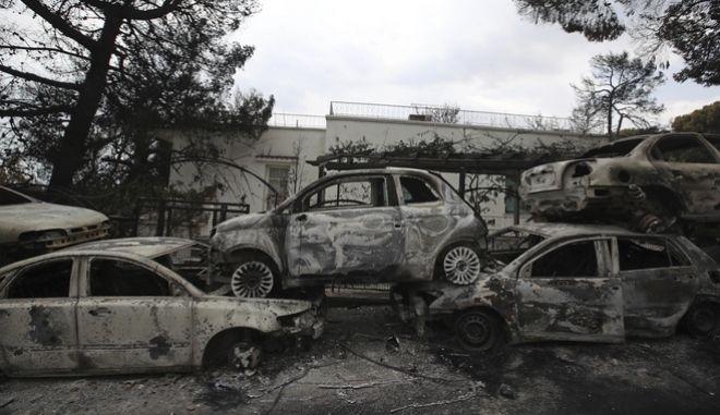Αυτοκίνητα και περιουσίες έγιναν παρανάλωμα του πυρός στο Μάτι Αττικής