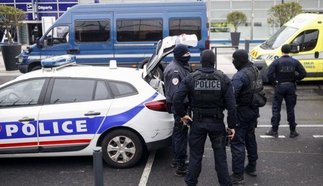 Υπό την επήρεια ουσιών ο δράστης της επίθεσης στο αεροδρόμιο Ορλί