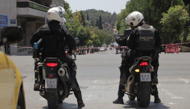 Μέτρα ασφαλείας στο κέντρο της Αθήνας για την επίσκεψη του Ρώσου προε΄δρου Βλαντιμίρ Πούτιν την Παρασκευή 27 Μαΐου 2016. Για την επίσκεψή του Βλαντιμίρ Πούτιν έχουν επιστρατευτεί 2.500 αστυνομικοί από την ελληνική αστυνομία, οι οποίοι βρίσκονται στους δρόμους της Αθήνας. Σύμφωνα με τον σχεδιασμό της Αστυνομίας, από τη Λεωφόρο Κατεχάκη και έως το κέντρο υπάρχει ισχυρή αστυνομική παρουσία κάθε 30 μέτρα.  (EUROKINISSI/ΓΙΑΝΝΗΣ ΠΑΝΑΓΟΠΟΥΛΟΣ)