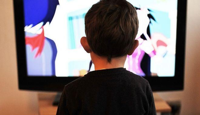 Πόσο χρόνο μπορούν τα παιδιά να περνούν μπροστά σε μια οθόνη;