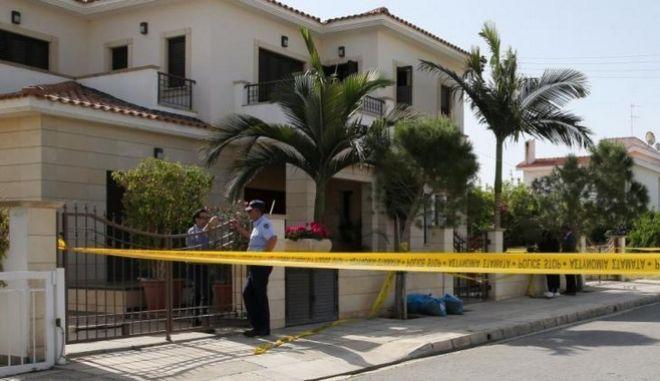 Διπλό έγκλημα στην Κύπρο: Βρέθηκαν ρούχα και φονικό όπλο - Κατονομάστηκε 2ος ύποπτος