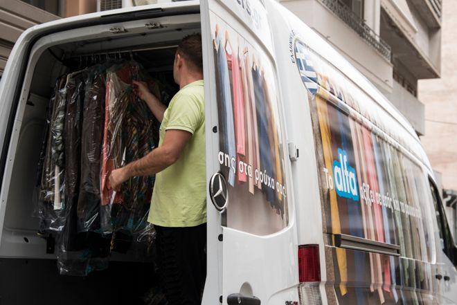 Πού (πρέπει να) πάνε τα ρούχα όταν δεν τα χρειαζόμαστε;