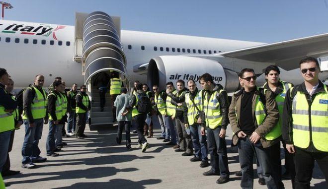 ΑΘΗΝΑ-ΣΠΑΤΑ ΑΕΡΟΔΡΟΜΙΟ-παράνομοι μετανάστες από τον Άγιο Δομίνικο  επαναπατρίζονται .(EUROKINISSI-ΒΑΙΟΣ ΧΑΣΙΑΛΗΣ)