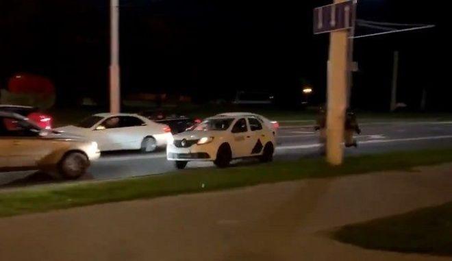 Λευκορωσία: Οδηγός ταξί βοηθά διαδηλωτή να ξεφύγει από τις αρχές