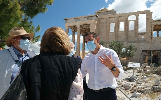 Τσίπρας στην Ακρόπολη: Σταματήστε να κακοποιείτε την πολιτιστική μας κληρονομιά
