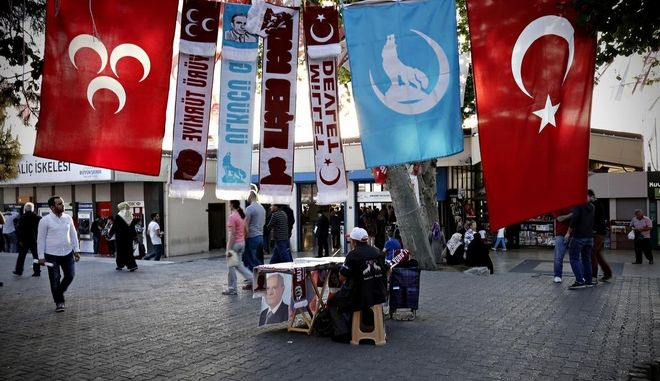 Pre-election atmosphere in Istanbul, Turkey on June 4, 2015. Turkish people called to vote on Sunday, June 7 for the parliamentary elections. /    ,   4  2015.            7  2015.