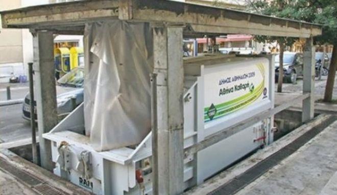 Τοποθετήθηκε ο πρώτος βυθιζόμενος κάδος συλλογής απορριμμάτων στην Αθήνα