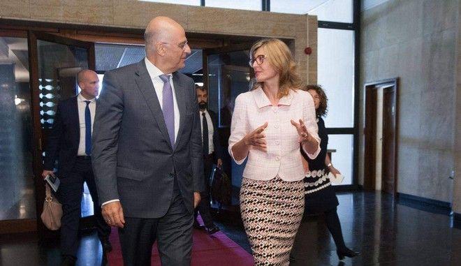 Ο Έλληνας υπουργός Εξωτερικών Νίκος Δένδιας κατά την επίσκεψή του στην Σόφια