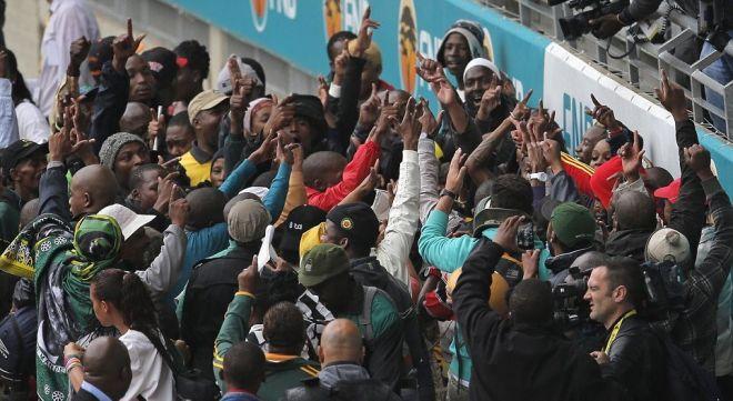 Ο πλανήτης υποκλίνεται στο μεγαλείο του Νέλσον Μαντέλα