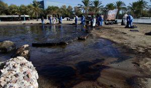 Διαμαρτύρονται οι δήμαρχοι που δεν τους κάλεσαν στη Βουλή για την πετρελαιοκηλίδα