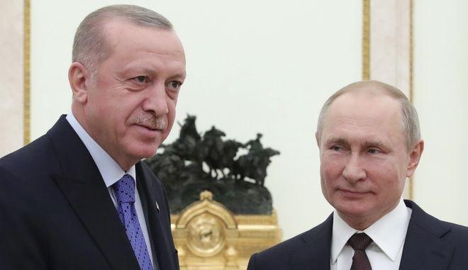 Οι Ρετζέπ Ταγίπ Ερντογάν και Βλαντίμιρ Πούτιν κατά την συνάντησή τους στο Κρεμλίνο