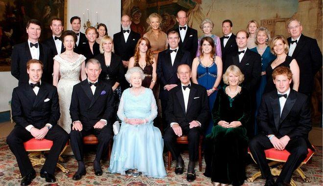 Ποιος πληρώνει τη βασίλισσα Ελισάβετ και τον οίκο της