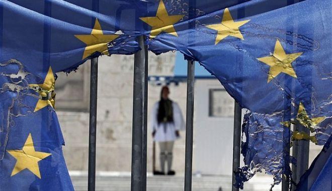 The Observer: Η Ελλάδα είναι μια σκηνή εγκλήματος
