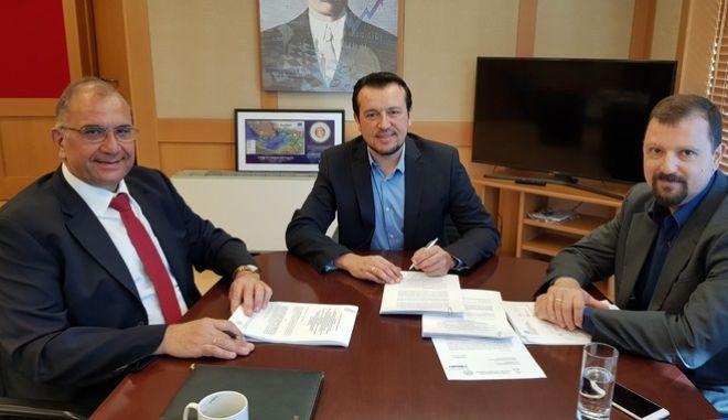 Διαστημικές 'κόντρες' ΣΥΡΙΖΑ - ΝΔ και υπογραφή σύμβασης για Hellas Sat