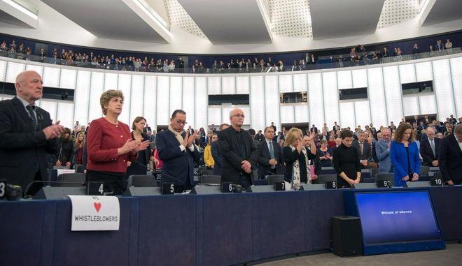 'Προστατεύστε τους δημοσιογράφους' φώναξαν οι ευρωβουλευτές
