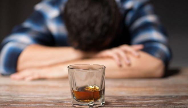 Τα νοθευμένα ποτά μπορεί να προκαλέσουν χρόνια πρόβλημα υγείας ακόμη και θάνατο.