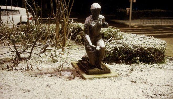 """Χιόνια στο κέντρο της Αθήνας από την κακοκαιρία """"Μήδεια"""""""