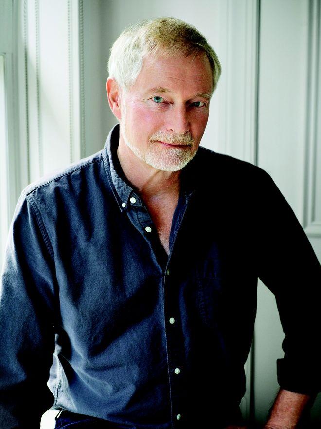 Ο Erik Larson