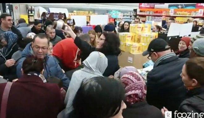 Βίντεο: Πεδίο μάχης τα γαλλικά σούπερ μάρκετ για ένα βαζάκι... Nutella