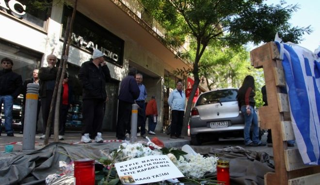 Σύζυγος Καντάρη: 'Πήρα εξιτήριο Παρασκευή και το Σάββατο πήγα στη κηδεία του'