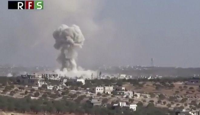 Δεκάδες νεκροί, μεταξύ τους παιδιά, σε βομβαρδισμούς