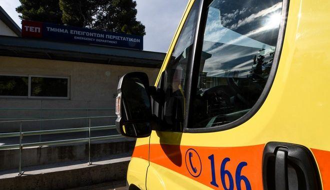 Ασθενοφόρο έξω από το τμήμα Επειγόντων Περιστατικών (Φωτογραφία αρχείου)