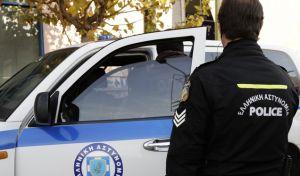 Συνελήφθησαν διαρρήκτες που είχαν ρημάξει τα σταθμευμένα οχήματα στα Νότια προάστια
