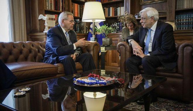 Συνάντηση του Προέδρου της Δημοκρατίας Προκόπη Παυλόπουλο, με τον Γερουσιαστή και μέλος της Επιτροπής Εξωτερικών Υποθέσεων των ΗΠΑ Robert Menendez