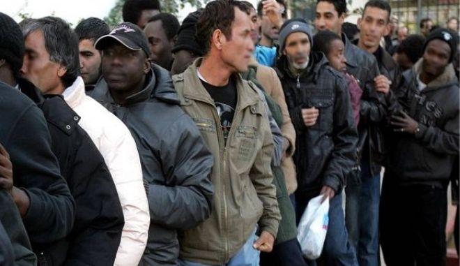 Σε 30 ημέρες το πρώτο κέντρο μεταναστών