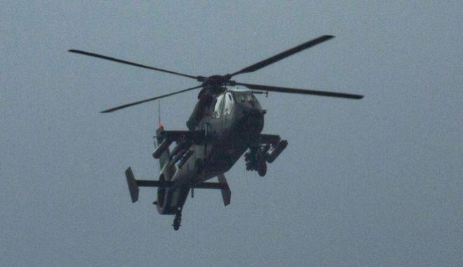 Η παρθενική πτήση του κινέζικου στρατιωτικού ελικοπτέρου Ζ-19 Ε