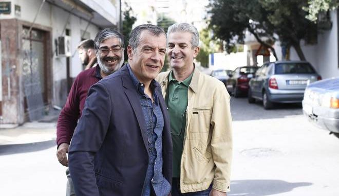 Stavros Theodorakis votes for the1st round of elections for the presidency of the Central-Left Political Movement, in Athens, on November 12, 2017 /      1          ,  ,  12 , 2017