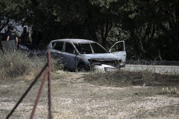 urderous attack with victims a dead man and an injured woman outside the 2nd elementary school at Glyka Nera,in Athens, on May 3, 2017 /      2         ,    , , 3  , 2017
