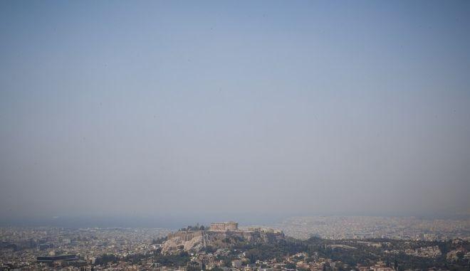 Αιθαλομίχλη στο λεκανοπέδιο της Αττικής.