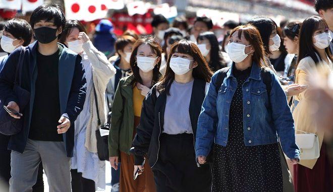 Πολίτες με μάσκα στην Ιαπωνία