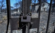Κατεστραμμένο από την πυρκαγιά σπίτι στο Μάτι Αττικής