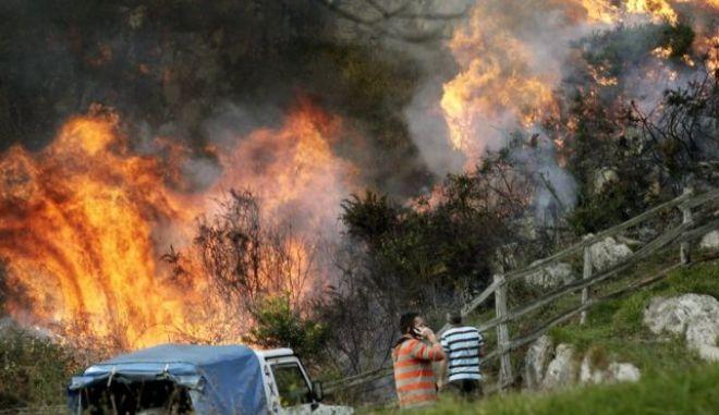 Βροχοπτώσεις βοήθησαν στην κατάσβεση πυρκαγιών στα βόρεια της Ισπανίας