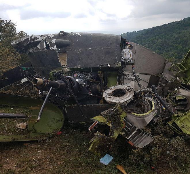 Τα συντρίμμια του στρατιωτικού ελικοπτέρου Χιούι που συνετρίβη το πρωί της Τετάρτης 19 Απριλίου 2017 στην περιοχή Σαντανταπόρου Ελασσόνας. (EUROKINISSI/LARISSANET.GR)