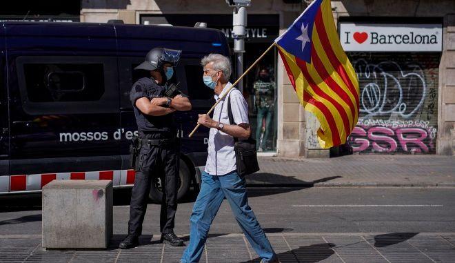 Ισπανία: Οι μισοί έχουν λάβει τουλάχιστον μία δόση εμβολίου - Καταργείται η μάσκα σε εξωτερικούς χώρους