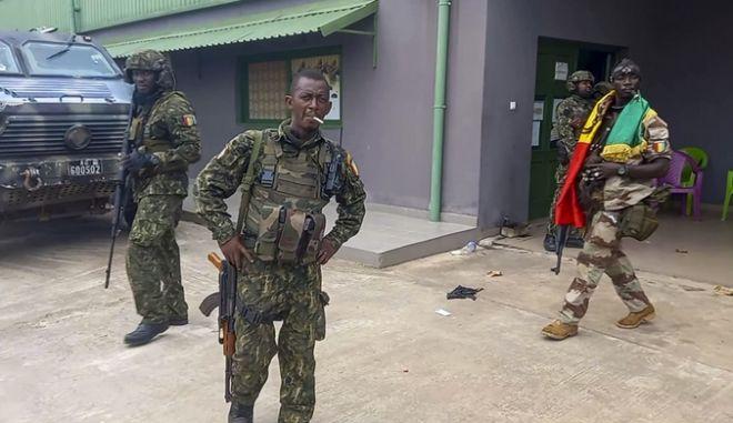 Στρατιώτες στη Γουινέα