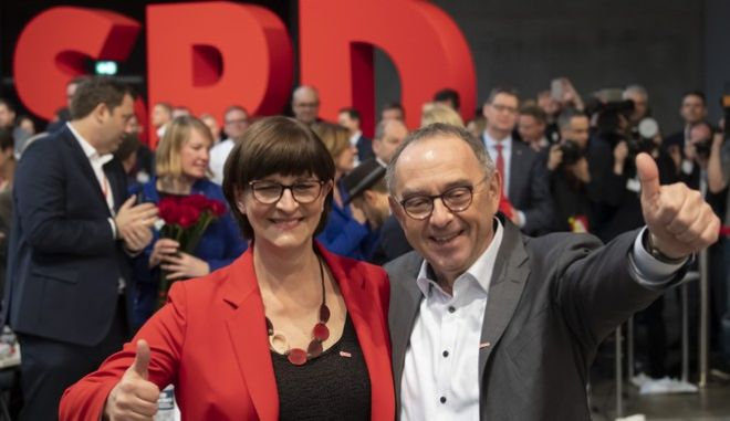 Ο Norbert Walter-Borjans και η Saskia Esken celebrate πρόεδροι του SPD