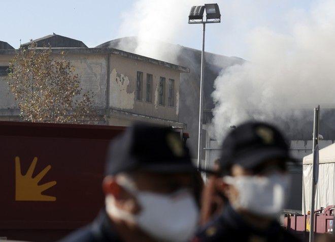 Μεγάλη φωτιά σε κέντρο επεξεργασίας απορριμμάτων στη Ρώμη