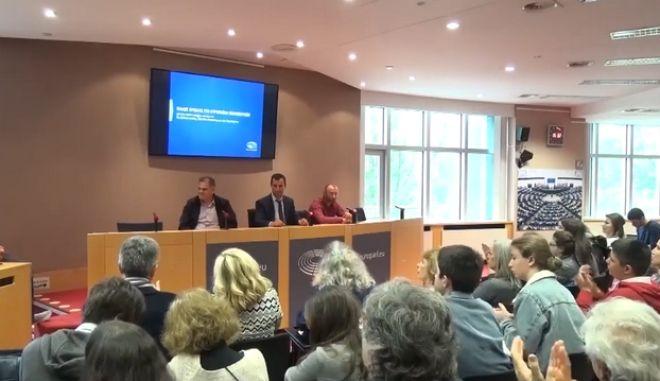 Οι τρεις ψαράδες Μαχμούντ Μεσάφερ, Ερβίν Ξέκα και  Γιάννης Αθηναίος στο ευρωκοινοβούλιο