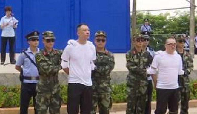 Διακινητές ναρκωτικών καταδικάστηκαν σε θάνατο μπροστά σε μαθητές και εκτελέστηκαν
