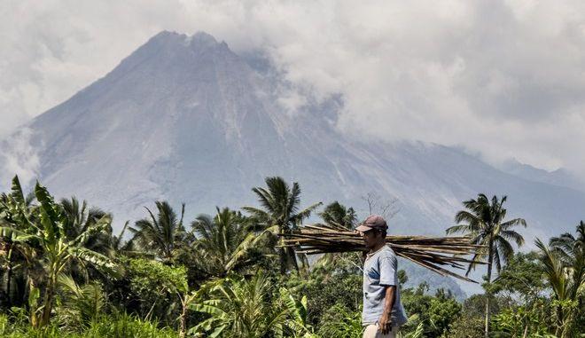 Το ηφαίστειο Λεβοτόλο της Ινδονησίας