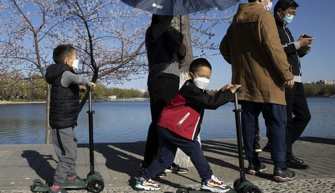 Επισκέπτες στην Κίνα σε βόλτα