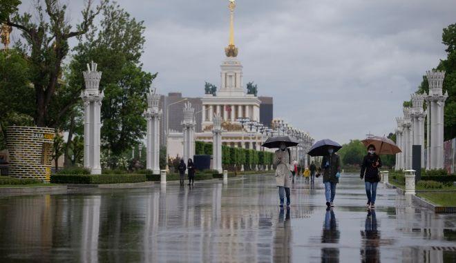 Ρωσία: Καταρρακτώδεις βροχές πλημμύρισαν τους δρόμους της Μόσχας