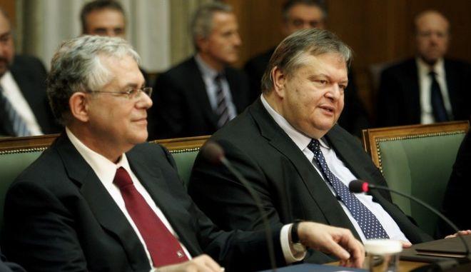 Στιγμιότυπο από την συνεδρίαση του νέου Υπουργικού Συμβουλίου, Παρασκευή 11 Νοεμβρίου 2011. Στη φωτογραφία από αριστερά, ο Υπουργός Διοικητικής Μεταρρύθμισης και Ηλεκτρονικής Διακυβέρνησης, Δημήτρης Ρέππας ο Αντιπρόεδρος Θεόδωρος Πάγκαλος, ο Πρωθυπουργός Λουκάς Παπαδήμος, ο Αντιπρόεδρος και Υπουργός Οικονομικών, Ευάγγελος Βενιζέλος, ο Υπουργός Εσωτερικών Τάσος Γιαννίτσης και ο Υπουργός Εθνικής Άμυνας, Δημήτρης Αβραμόπουλος. (EUROKINISSI // ΤΑΤΙΑΝΑ ΜΠΟΛΑΡΗ)
