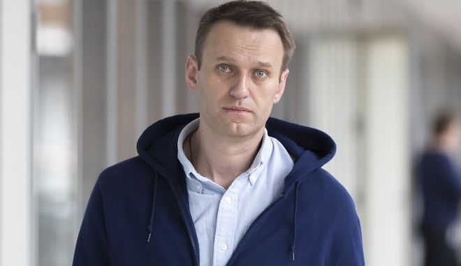 Russian opposition leader Alexei Navalny walks shortly upon arrival to his office in Moscow, Russia, on Friday, July 7, 2017. Alexei Navalny, the Russian anti-corruption campaigner who is the most persistent thorn in the Kremlin's side, has been released from jail after serving 25 days for organising a wave of protests. (AP Photo/Pavel Golovkin)