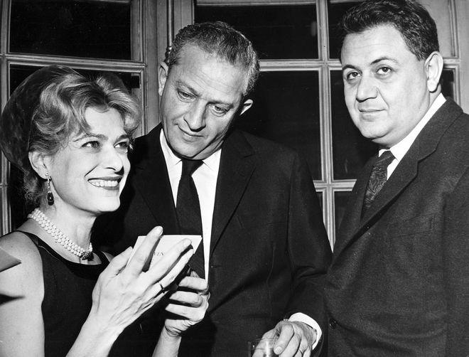 Η Μελίνα Μερκούρη με τον Αμερικανό σκηνοθέτη και ηθοποιό Ζυλ Ντασέν και τον Έλληνα συνθέτη Μάνο Χατζιδάκι στις 22 Νοεμβρίου 1960.
