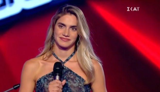 Η Αντωνία Καούρη στη σκηνή του The Voice
